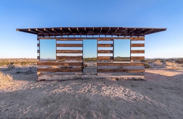 Nhà gương tuyệt đẹp giữa sa mạc