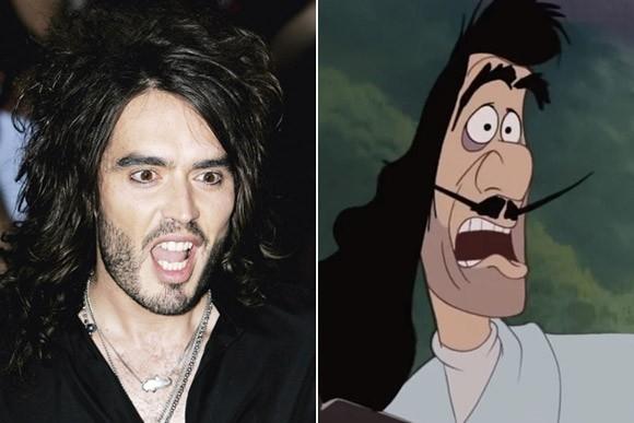"""Bạn còn nhớ tới thuyền trưởng Hook trong phim hoạt hình Peter Pan? Chàng ca sĩ Russell Brand với mái tóc xoăn tít cùng bộ râu """"đặc trưng"""" trông không khác Captain Hook là bao."""