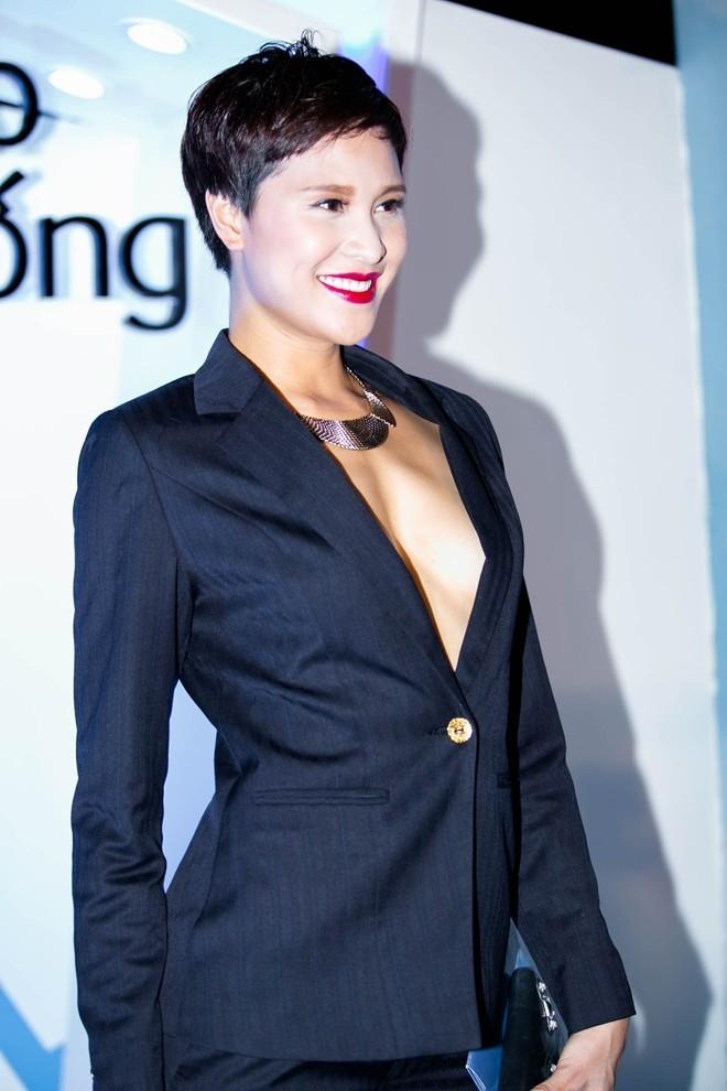 Mới đây nhất, người mẫu Phương Mai mặc bộ vest đen tới dự một sự kiện thời trang lớn. - Tin sao Viet - Tin tuc sao Viet - Scandal sao Viet - Tin tuc cua Sao - Tin cua Sao
