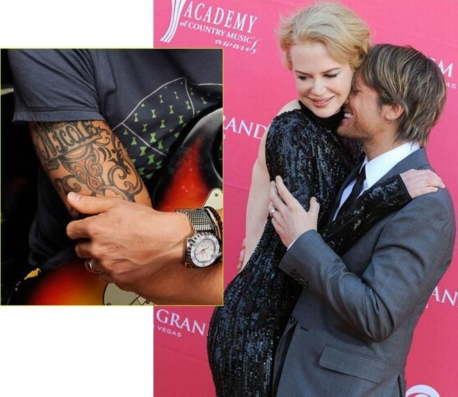 """Cánh tay phải của ngôi sao nhạc đồng quê Keith Urban cũng được dành cho vợ anh - """"thiên nga Úc"""" Nicole Kidman."""
