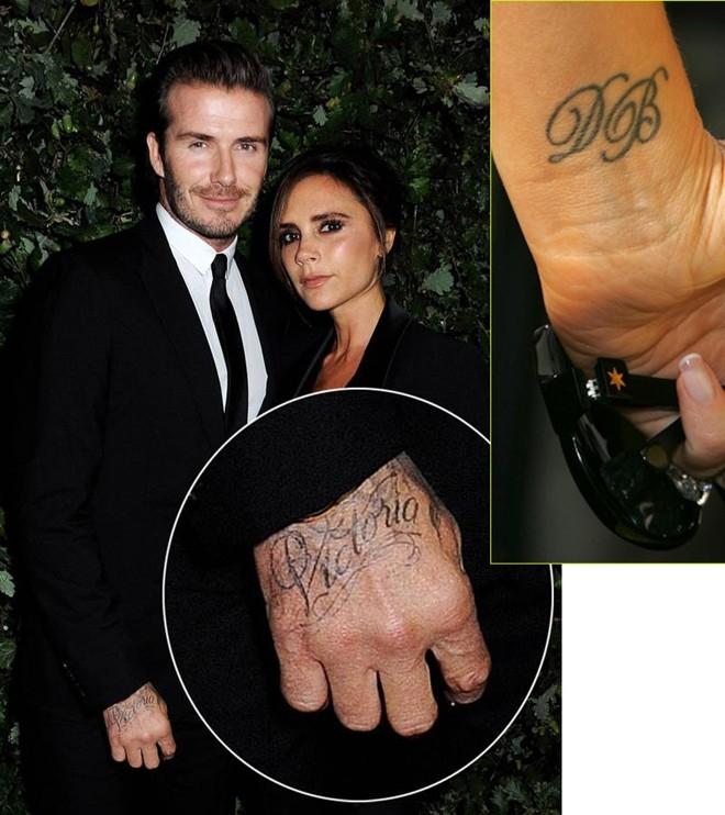 Trong khi David Beckham để tên vợ trên bàn tay thì Victoria cũng xăm tên chồng trên cổ tay.