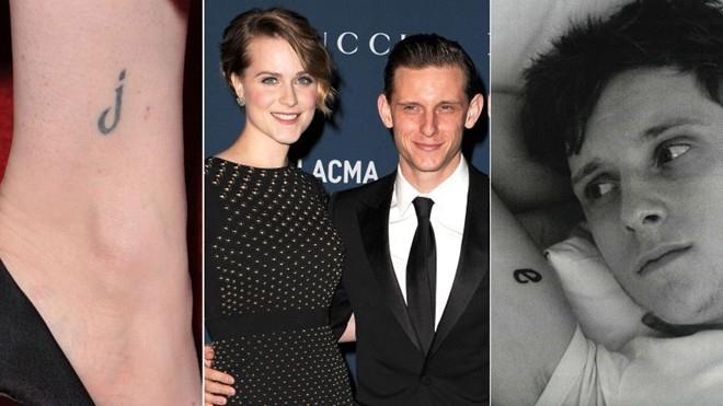 """Nữ diễn viên xinh đẹp Evan Rachel Wood đặt một """"j"""" - lấy từ chữ cái đầu trong tên chồng, nam diễn viên Jamie Bell - trên mắt cá chân. Trong khi đó, Jamie Bell cũng có một chữ """"e"""" đáng yêu ở trên bắp tay."""