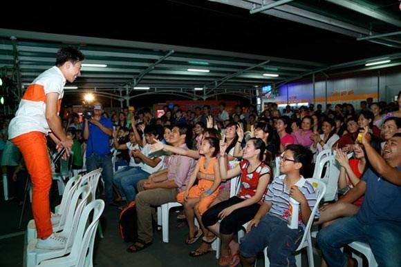 Trấn Thành hát tặng bạn gái trong buổi off fan gần đây. - Tin sao Viet - Tin tuc sao Viet - Scandal sao Viet - Tin tuc cua Sao - Tin cua Sao