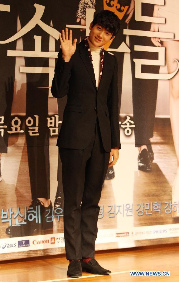Park Hyung Sik Ngày sinh: 16.11.1991 Chiều cao: 1m84