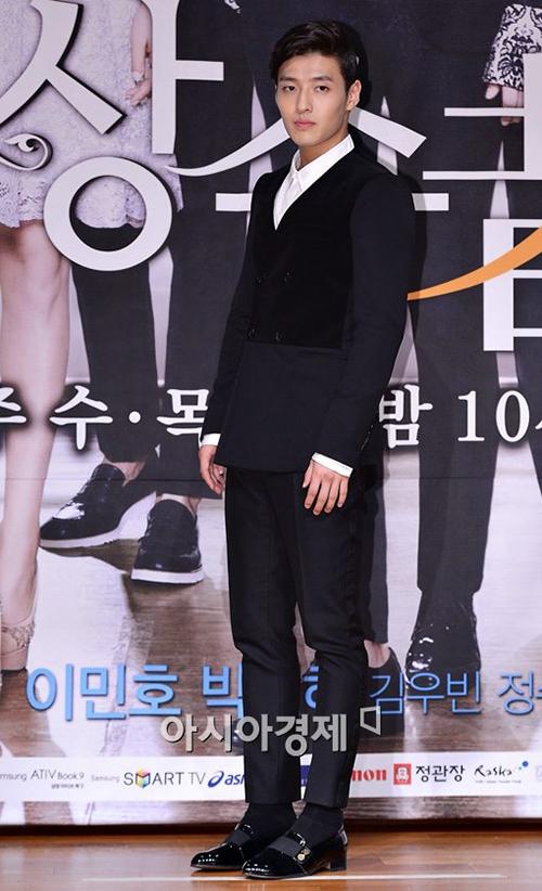 Kang Ha Neul Ngày sinh: 21.2.1990 Chiều cao: 1m82