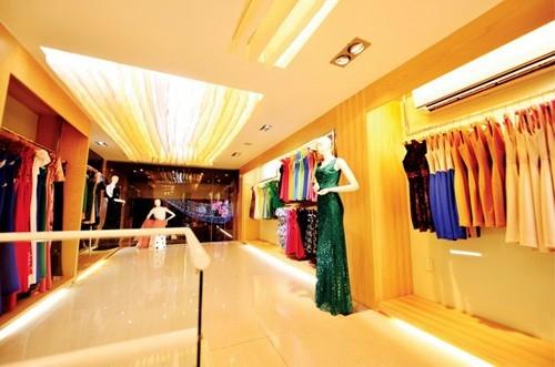 Showroom thời trang hiện đại, sang trọng.