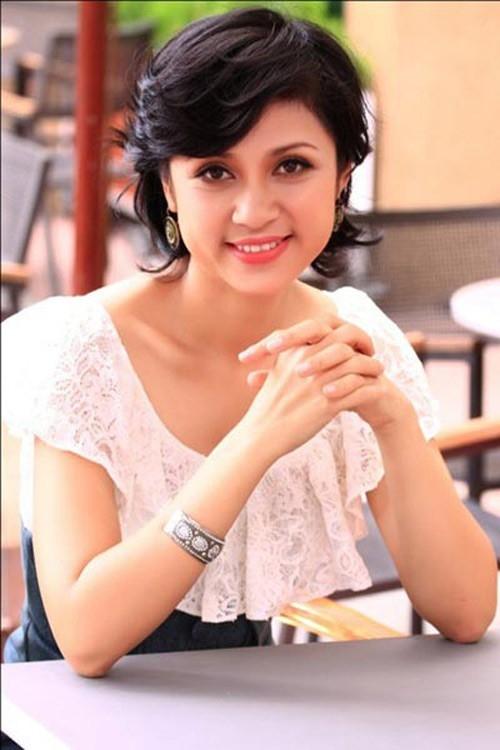 Người đẹp Tây Đô Việt Trinh