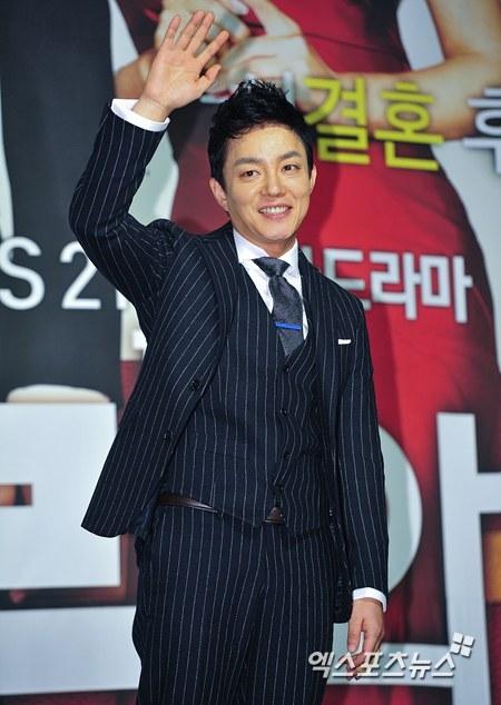 Nam diễn viên Lee Bum Soo