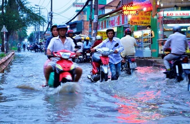 Ngày 5/12: Sài Gòn đối diện đợt triều cường chạm mốc lịch sử
