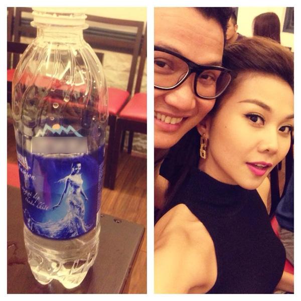 Thanh Hằng đang đi dự sinh nhật một ngươi bạn mà cô thì không uống được rượu nên dí dỏm chọn lấy chai nước suối có hình ảnh của mình.