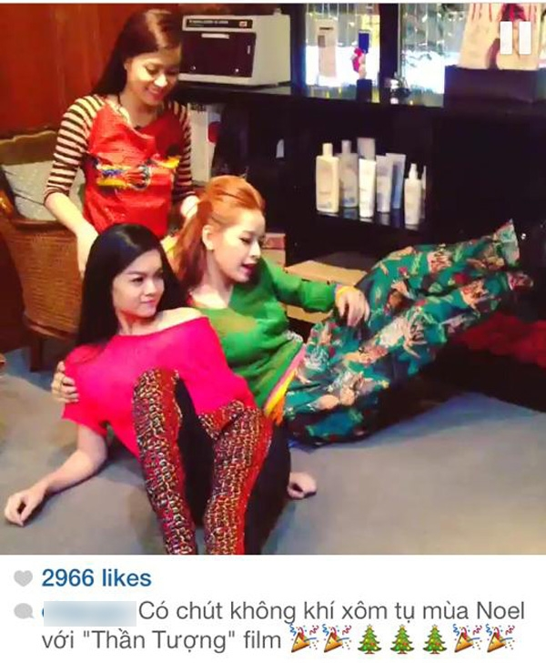 Chi Pu đăng tải đoạn clip ngắn khi cô thực hiện chụp ảnh Noel cùng đoàn làm phim Thần Tượng, trong clip có khá nhiều hình ảnh hài hước của Chi Pu - Phạm Quỳnh Anh và Hoàng Thùy Linh khiến nhiều fan không ngớt lời khen dành cho 3 người đẹp Hà thành này.
