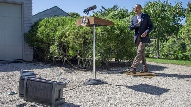Tổng thống Obama đấy. Ông ấy có thảm bay kìa.