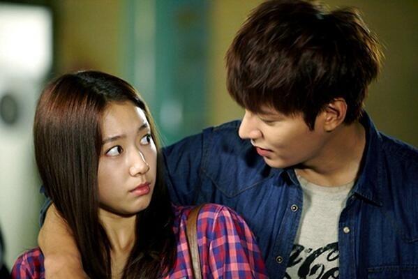 Xem phim, ngoài việc mãn nhãn bởi sự kết hợp đẹp như trong mơ của cặp đôi Lee - Park, khán giả còn được trải nghiệm cùng các nhân vật trong phim một tình yêu thuần khiết thật sự của tuổi học trò.