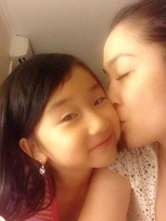 Hình ảnh thân thiết của hai mẹ con - Tin sao Viet - Tin tuc sao Viet - Scandal sao Viet - Tin tuc cua Sao - Tin cua Sao