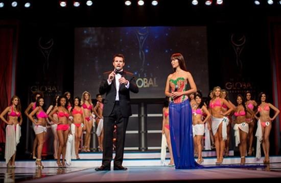 Hà Anh gây ấn tượng mạnh mẽ khi làm host cuộc thi Miss Global 2013 tại Los Angeles. - Tin sao Viet - Tin tuc sao Viet - Scandal sao Viet - Tin tuc cua Sao - Tin cua Sao