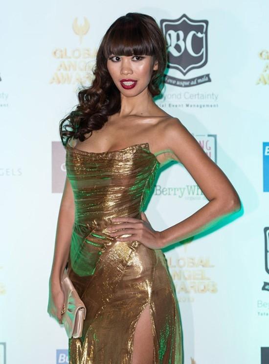 Chân dài Việt Nam tiếp tục xuất hiện rạng rỡ với vai trò MC của sự kiện Global Angel Awards.  - Tin sao Viet - Tin tuc sao Viet - Scandal sao Viet - Tin tuc cua Sao - Tin cua Sao