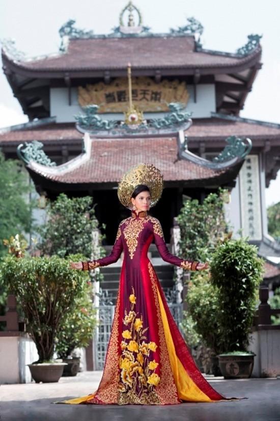 Tỏa sáng trong bộ trang phục dân tộc ấn tượng mà NTK Thuận Việt đã thiết kế. - Tin sao Viet - Tin tuc sao Viet - Scandal sao Viet - Tin tuc cua Sao - Tin cua Sao