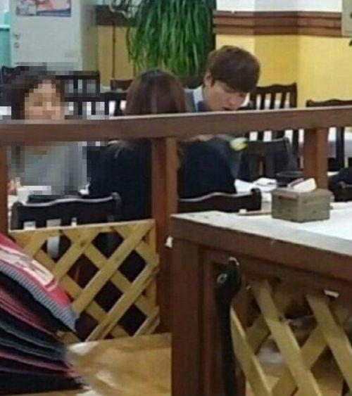 """Bức ảnh Lee Min Ho dùng bữa được nhanh chóng tung lên mạng với lời tựa """"Kim Tan ăn cơm, cá và rau"""""""