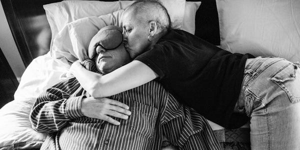 Rơi nước mắt với bộ ảnh bố mẹ ung thư của con gái