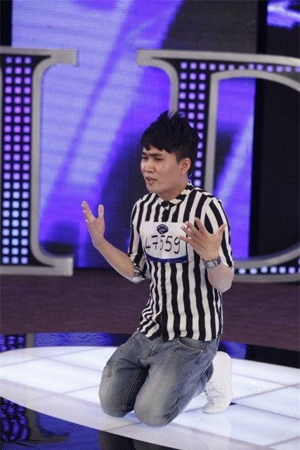 Quân Kun quỳ gối xin BGK Vietnam Idol cơ hội