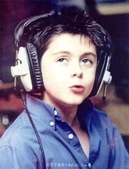 Declan Galbraith đã sớm bộc lộ khả năng âm nhạc từ tấm bé.