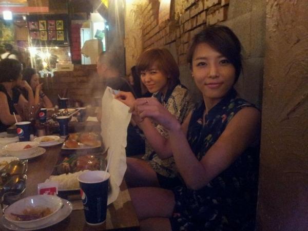 Yoobin và Sunye (Wonder Girls)