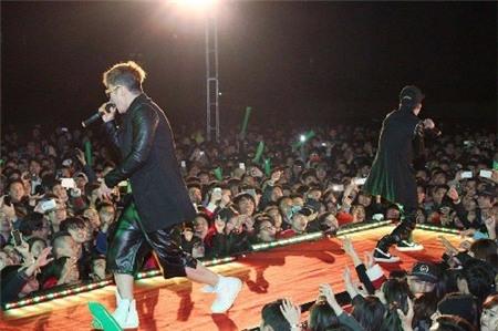YanbivàMr.Tbiểu diễn ngoài trời tại Hải Phòng tối 21/12/2013