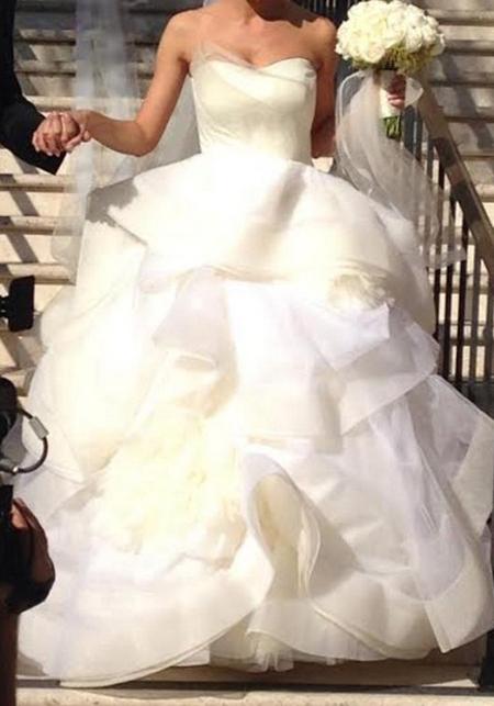 Mẫu váy này có tên là Katherine và từng là sản phẩm hot của Vera Wang được nhiều cô dâu đặt mua.