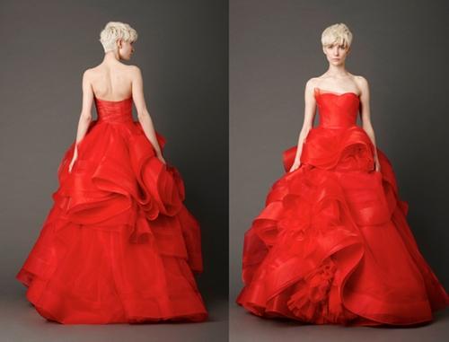 Phiên bản màu đỏ của chiếc váy Katherine được Vera Wang giới thiệu trong bộ sưu tập xuân hè 2013.