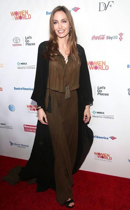 Jolie tham dự một sự kiện tại New York vào tháng 4, ngay khi cô vừa hoàn thành phẫu thuật.