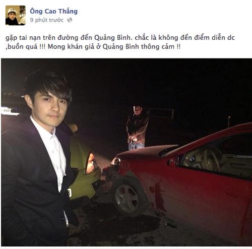 Ông Cao Thắng bên chiếc xe bị tai nạn. Rất may mắn, không ai trong xe bị thương.