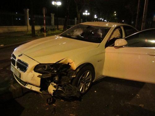 Phần đầu xe của Hoàng Yến bị thiệt hại nặng