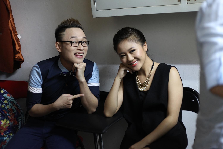 Trước khi đêm nhạc bắt đầu, Văn Mai Hương chia sẻ hiện giờ sức khỏe của cô hiện giờ không được tốt nhưng cô hứa sẽ cố gắng hết sức để thoả lòng người nghe.
