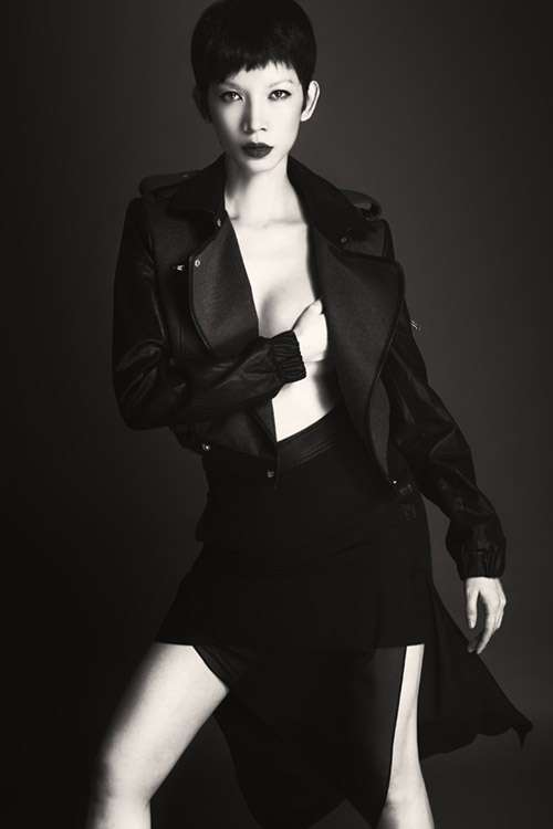 Cựu người mẫu Xuân Lan mới sinh cách đây chưa lâu đã kịp trở lại với shoot hình nóng bỏng khó cưỡng cùng phom dáng thon gọn khó tin