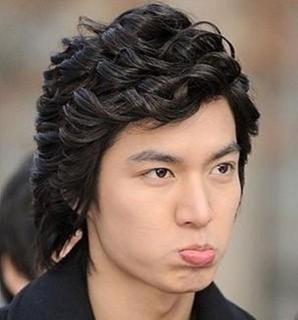 Bên cạnh hình tượng chàng công tử bảnh trai, Lee Min Ho cũng có những khoảnh khắc chu môi dễ thương làm xao xuyến trái tim người hâm mộ.