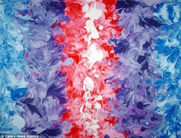"""Mặc dù cách thức vẽ tranh của Marcey còn gây nhiều tranh cãi, nhưng kể từ khi tạo ra bức tranh đầu tiên vào năm 2006 đến nay, cô đã bán được hàng nghìn tác phẩm từ cửa hàng trực tuyến của mình, dưới biệt danh """"Boobie Painter"""". Những bức tranh của cô có giá trung bình là 500 USD (hơn 10 triệu đồng). Rất nhiều người nổi tiếng như Hugh Hefner, Rob Dyrdek và Russell Brand đã mua chúng. Marcey tặng một phần số tiền kiếm được từ những bức tranh đặc biệt này cho Susan G Komen Foundation - tổ chức chống lại căn bệnh ung thư vú."""