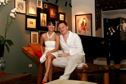 Hồng Nhung luôn tự hào về người chồng quan tâm vợ rất tận tình và tinh tế