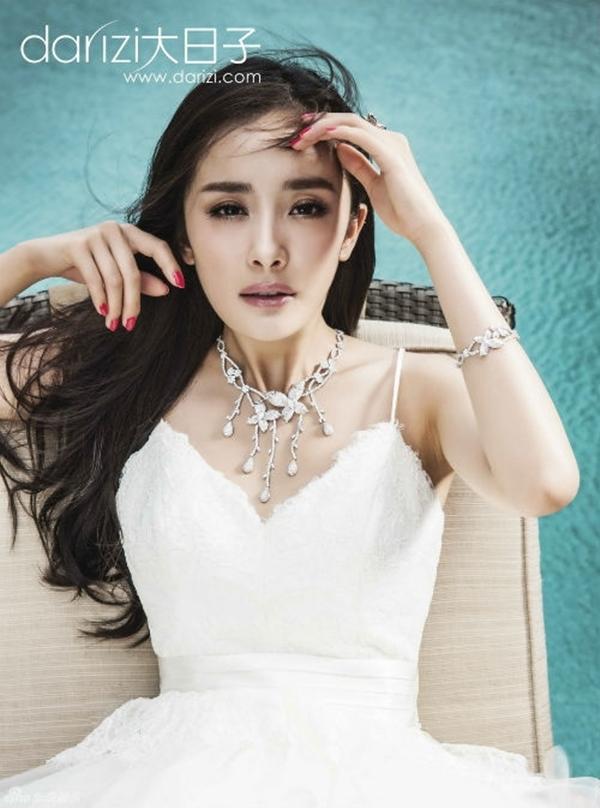Dương Mịch trong năm qua không chỉ gây chú ý bởi nghiệp diễn mà còn nhờ chuyện tình đẹp với nam diễn viên xứ cảng thơm Lưu Khải Uy