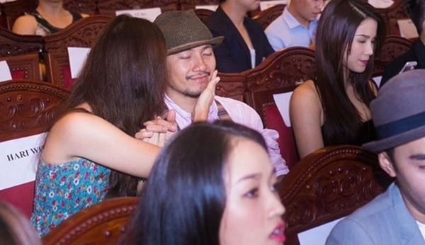"""Hari Won hay giận dỗi, thậm chí vạch trần tính xấu của Tiến Đạt, nhưng cô luôn dành cho bạn trai sự yêu thương, chăm sóc tận tình nhất. Hari Won thường gọi yêu Tiến Đạt là """"ông già"""", còn Tiến Đạt gọi bạn gái là """"bà già""""."""