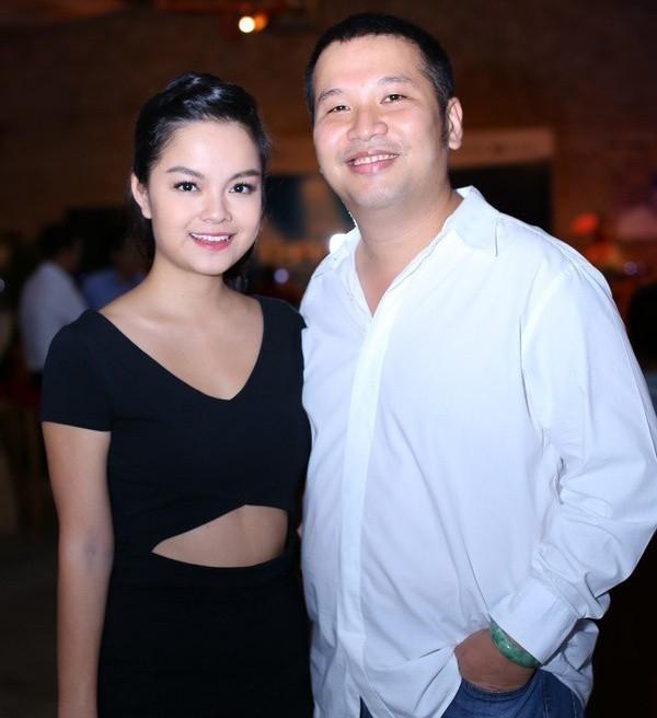 Vóc dáng nhỏ nhắn, xinh xắn và dịu dàng của Phạm Quỳnh Anh gây được thiện cảm với người hâm mộ. Trong khi đó ông xã cô – bầu show Quang Huy lại sở hữu thân hình to béo, đối lập với vợ.