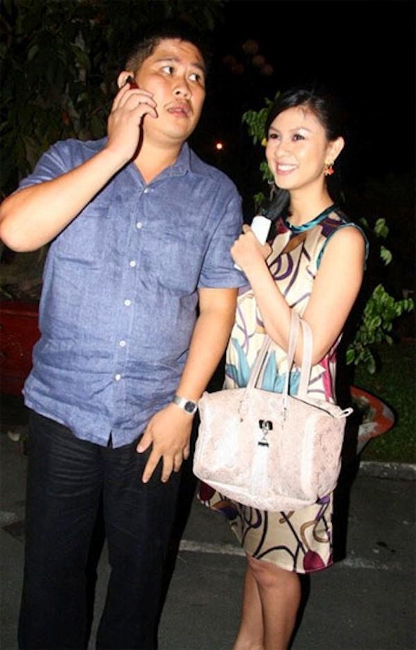 Vợ chồng ông bầu Phước Sang – diễn viên Kim Thư cũng là cặp đôi trái ngược nhau về hình thức. Phước Sang có vóc dáng to lớn, còn bà xã anh lại mảnh mai, thon thả.