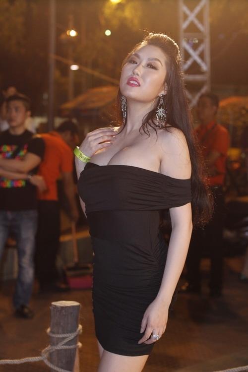 Những màn khoe vòng 1 lộ liễu của người đẹp Việt - Tin sao Viet - Tin tuc sao Viet - Scandal sao Viet - Tin tuc cua Sao - Tin cua Sao