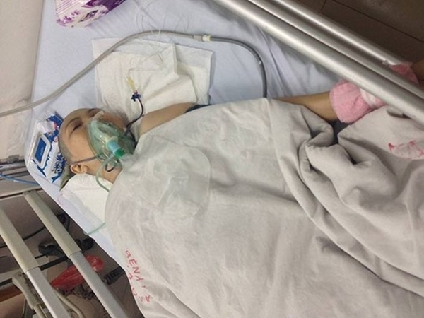 Bà D đang nằm điều trị sau khi bị cắt chân