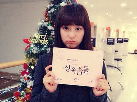 Kim Ji Won là một nữ diễn viên dễ gần và đáng yêu, khác hẳn với nhân vật Yoo Rachel trong The Heirs