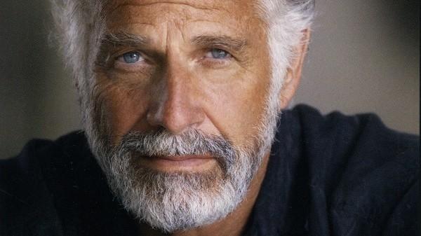 Jonathan Goldsmith năm nay đã 78 tuổi và hình ảnh được dân mạng dùng để chế ảnh là vào năm ông 69 tuổi.