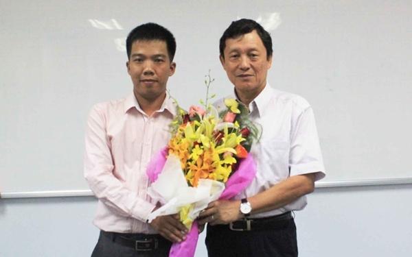 Ông Dương Hồng Thanh - Phó GĐ Sở GTVT TP.HCM (bên phải)