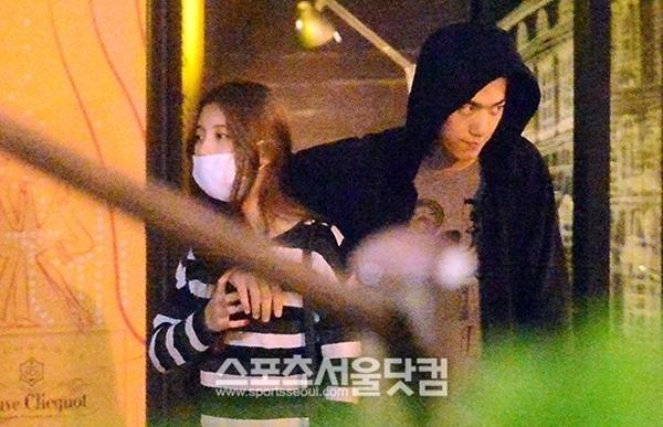 Những hình ảnh được cho rằng Sung Joon và Suzy đang hẹn hò