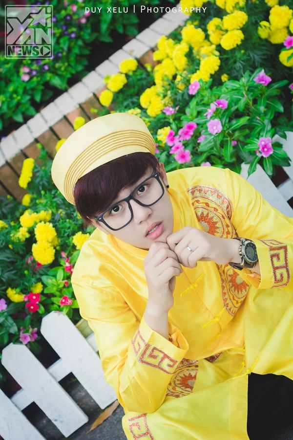 Duy Khánh Zhouzhou đón tết về cùng áo dài truyền thống
