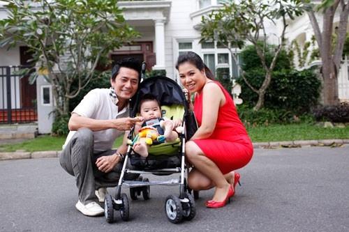 Trương Minh Cường tiết lộ, anh quen Thu Huyền khi cùng hợp tác trong một chiến dịch quảng cáo. Năm 2009, họ kết hôn. Hiện tại,gia đình 4 người đang sinh sống ở Mỹ.