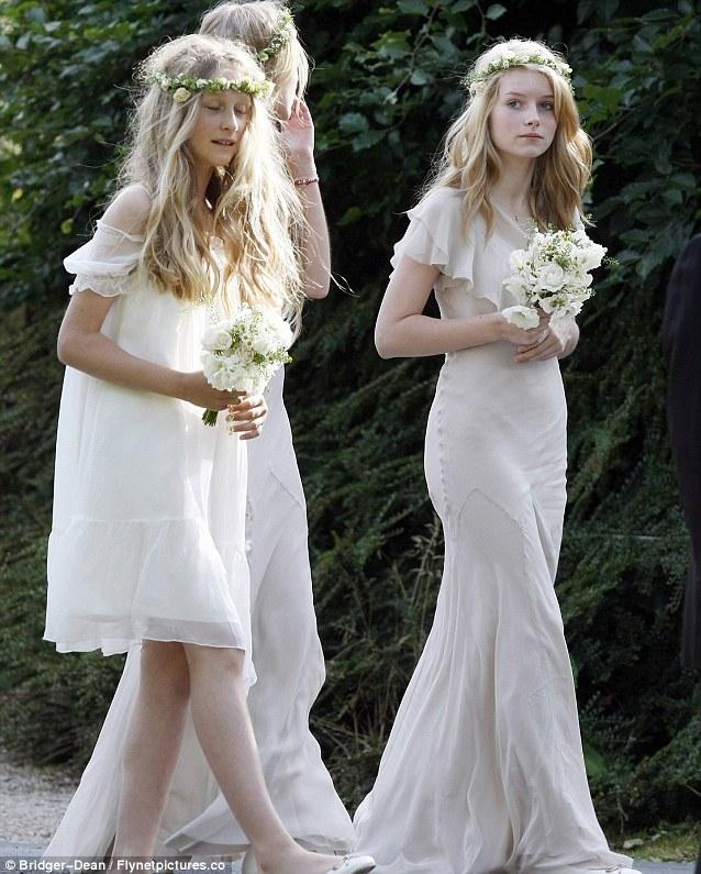 Lottie Moss- Cô em gái cá tính bắt đầu nối nghiệp người mẫu của cô chị Kate Moss